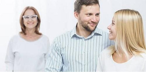 10 Cara Memberikan Kesan Terbaik Saat Meninggalkan Orang Tua Setelah Menikah