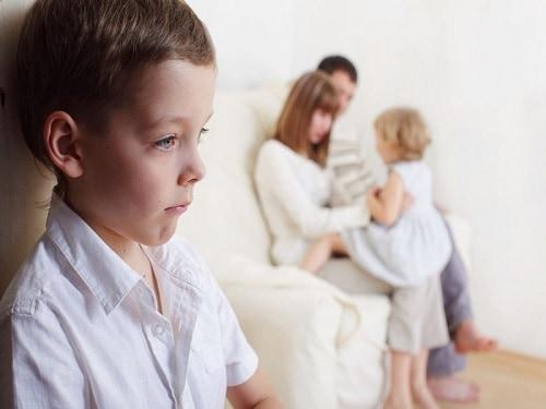 8 Tanda Psikologi Anak Kurang Kasih Sayang